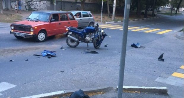 ДТП в Крыму: 4 сентября. Бордюр клумбы остановил водителя автомобиля... навсегда