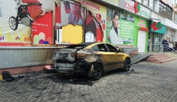 ДТП в Крыму: 24 октября. Ищут сбежавшего с места ЧП водителя Volvo - сбил пешехода и уехал