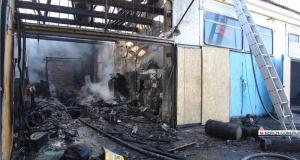 В Керчи сгорел бокс таксопарка - пострадал сотрудник