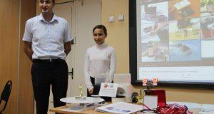 Севастопольская школьница запатентовала уникальный автоматизированный тренажер для кошек