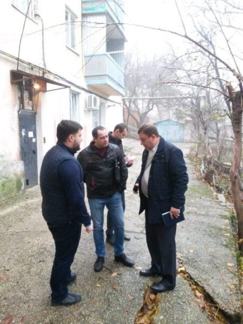 Власти Симферополя пообещали жителям дома №20 по ул.Первомайской отремонтировать проезд