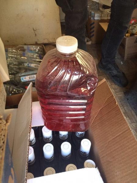 """В Крыму """"накрыли"""" цех по производству суррогатного алкоголя. Изъяли товара на сумму более 800 тыс рублей"""