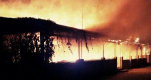 """Крупный пожар в Коктебеле - огонь """"съел"""" 450 кв.м. здания"""