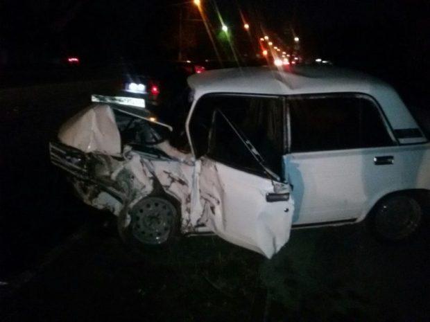ДТП в Крыму: 3 ноября. В Симферополе сошлись на дороге Lexus и ВАЗ. Оба - вдребезги...