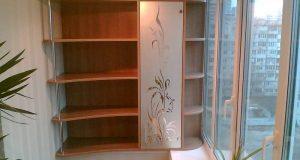 Балкон должен быть уютным, удобным и функциональным - наличие шкафа обязательно!