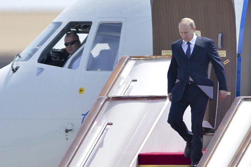 Владимир Путин летит в Крым