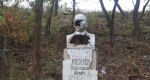 В Севастополе неизвестные вандалы изуродовали памятник Ленину