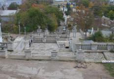 На Митридатской лестнице в Керчи специалисты укрепляют склоны