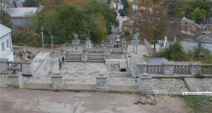 На Митридатской лестнице в Керчи специалисты проводят дополнительные исследования