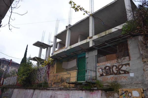 В Ялте безжалостно сносят незаконные дома