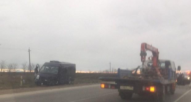 Уточненные данные: в ДТП на трассе «Керчь – Феодосия» пострадали 8 человек. Врачи борются за их жизни