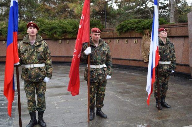 Сегодня - День Неизвестного Солдата. В парке им. Гагарина в Симферополе состоялся памятный митинг