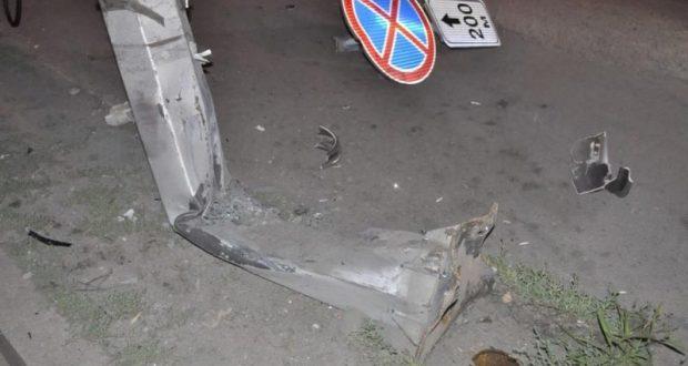 ДТП в Крыму: 21 декабря. ДТП под Симферополем - водитель авто погиб, влетев в столб