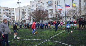 В пгт. Заозёрное под Евпаторией презентовали новое футбольное мини-поле