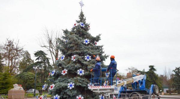 Главную новогоднюю ель Евпатории откроют 23 декабря