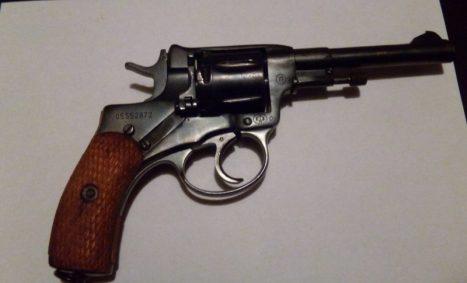 На Керченской паромной переправе у двоих пассажиров нашли незаконное оружие
