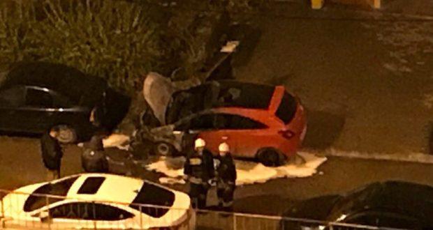 В Севастополе, во дворе многоэтажки ночью сгорел автомобиль. Поджог?