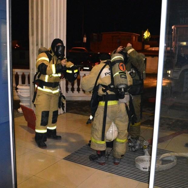 В Севастополе потушили пожар в крупном мебельном торговом центре