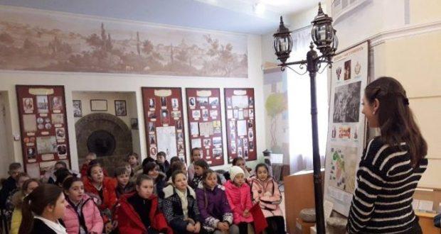 """""""Сказочный мир театральных кукол"""" - выставка в Музее истории Симферополя"""