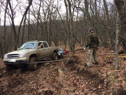 С крымской горы Ай-Йори спасали внедорожник