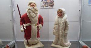 В Феодосийском музее древностей открылась выставка «Дед Мороз из нашего детства»