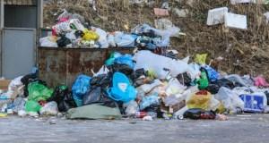 Севастопольцы жалуются на горы мусора в городе