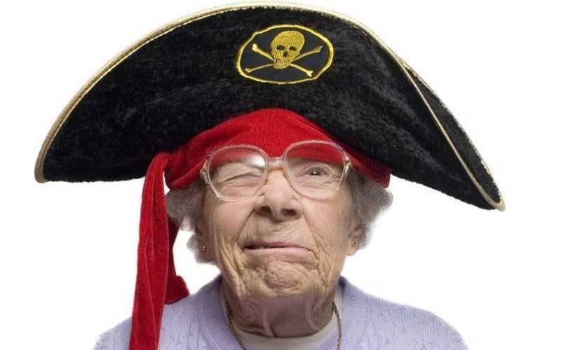 И смех, и грех. Пенсионерки прилетают в Крым… и чудят, и чудят