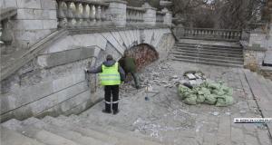 На Митридатской лестнице в Керчи идёт демонтаж облицовочной плитки