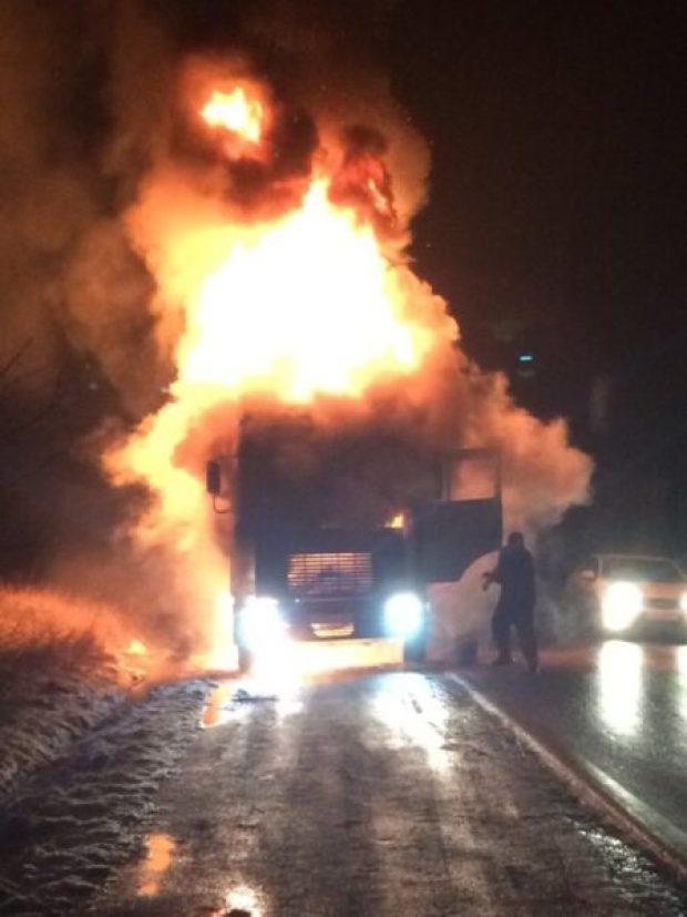 На Керченской трассе под Старым Крымом сгорел грузовик