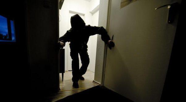 В Советском районе Крыма трое мужчин ограбили дом местного жителя