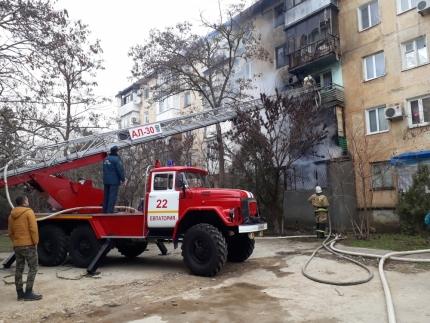 Пожар в Евпатории: эвакуированы 43 человека. Женщина, получившая ожоги, госпитализирована
