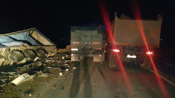 Страшная авария на Керченской трассе. Лобовое столкновение груженых фур. Есть погибшие