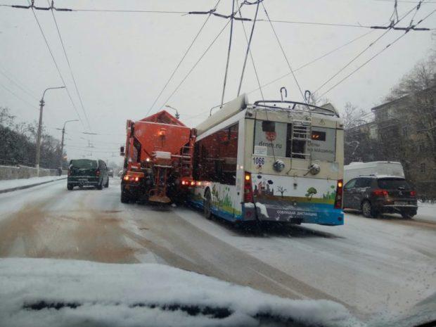 """У Севастополя проблемы - """"вдруг"""" наступила зима. Первые вести с полей..."""