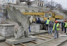 Новые грифоны Митридатской лестницы будут из искусственного камня