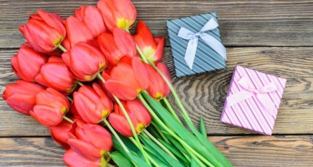 8 Марта женщины дарят друг другу подарки чаще, чем получают их от мужчин