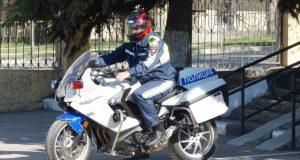 Полицейские на мотоциклах патрулируют улицы Севастополя