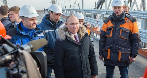 Путин: Крымский мост строится «на вырост»