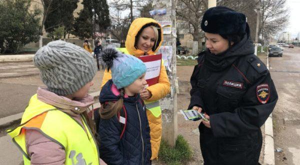 На улицах Севастополя работают... родительские патрули