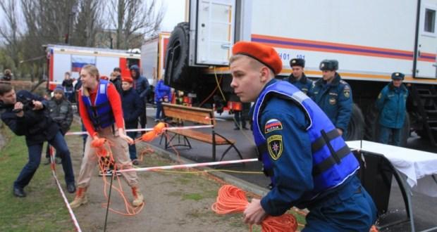 Пожарно-спасательный флешмоб в симферопольском Гагаринском парке