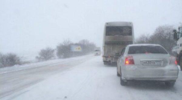 Ситуация на дорогах Крыма. Уроки первого весеннего, но такого зимнего дня