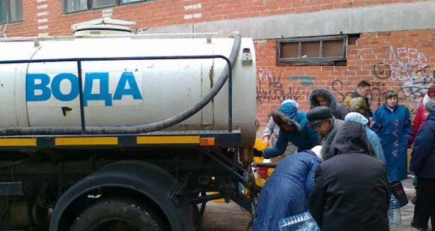 """В Симферополе - """"обезвоживание"""". Организованы точки подвоза воды для жителей"""