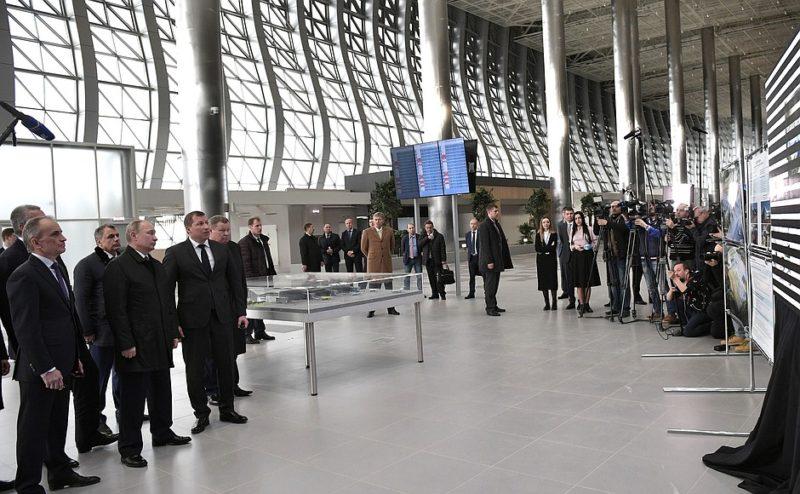 Путин осмотрел новый аэровокзальный комплекс симферопольского аэропорта
