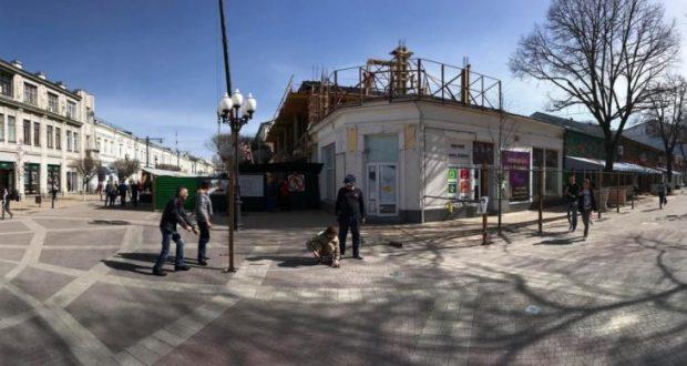 В центре Симферополя возводят очередное трёхэтажное здание