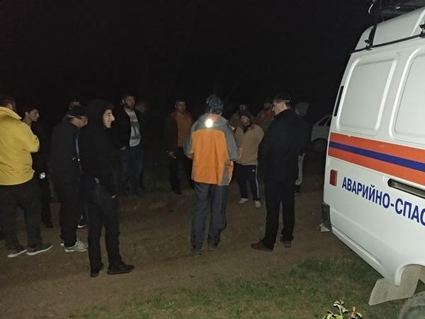 Почти девять часов спасатели искали женщину с ребенком, потерявшихся в лесах под Старым Крымом