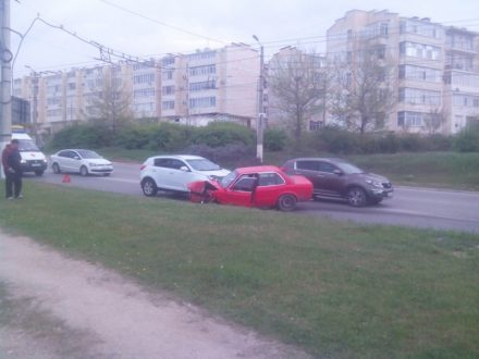 ДТП с двумя легковушками и маршруткой в Севастополе стало причиной двухчасовых пробок на дорогах