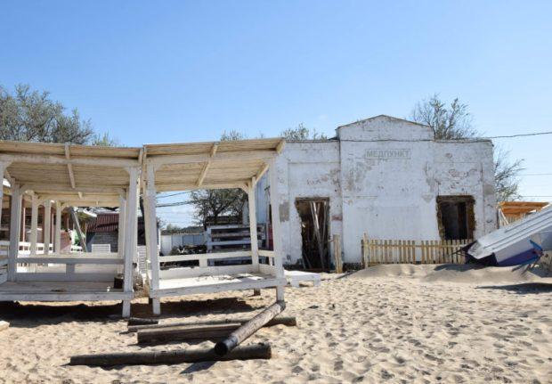 Только два пляжа вдоль Симферопольского шоссе готовы к курортному сезону