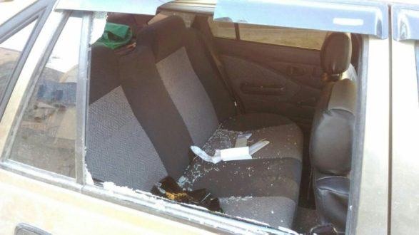 В Симферополе бьют стекла в припаркованных автомобилях