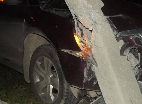 ДТП в Алуште. Кроссовер врезался в столб