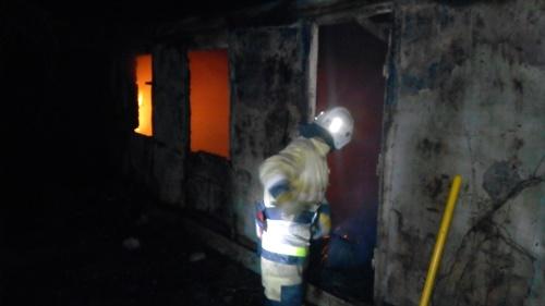 В Симферопольском районе сгорел жилой дом. Госпитализирован мужчина