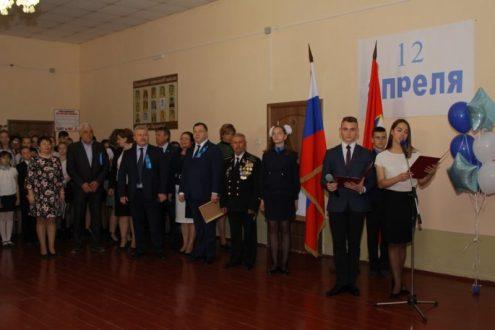 В Севастопольской школе в День авиации и космонавтики открыли «Парту Героя»